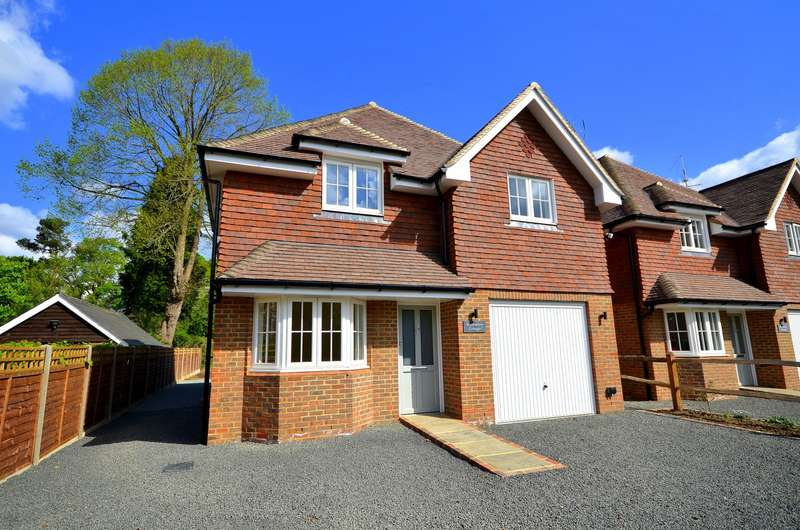 4 Bedrooms Detached House for sale in Avenue Road, Cranleigh, GU6