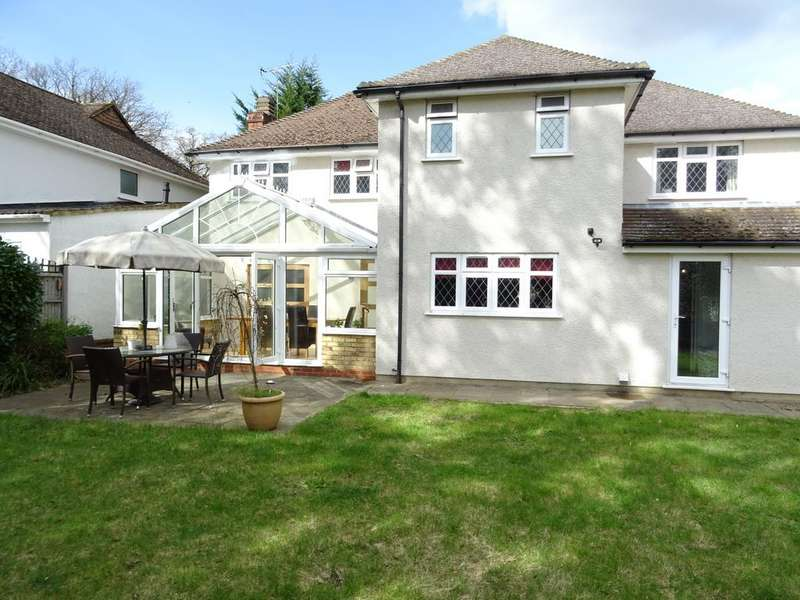 5 Bedrooms Detached House for sale in Faris Barn Drive, Woodham KT15