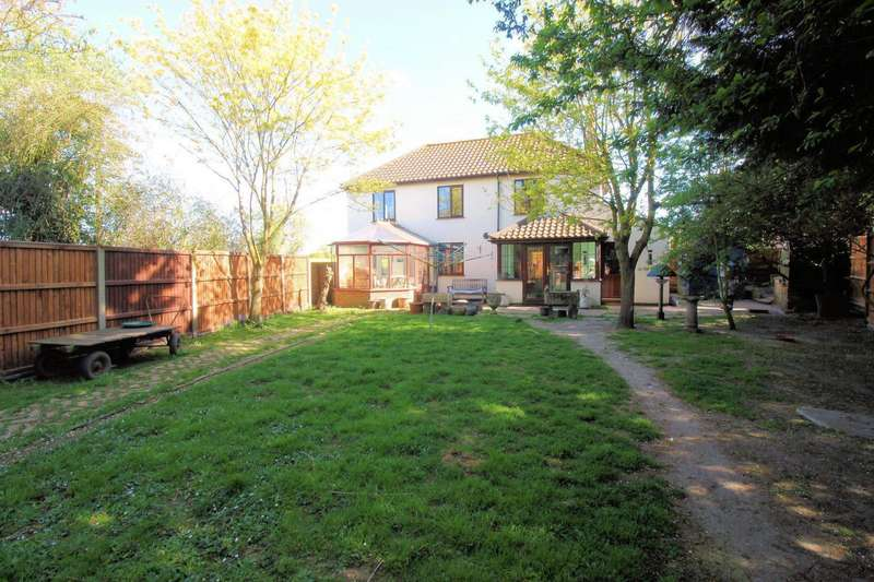 3 Bedrooms House for sale in Main Road, Clippesby, NR29