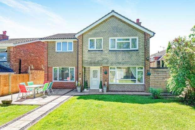4 Bedrooms Detached House for sale in Bagshot, Surrey, United Kingdom