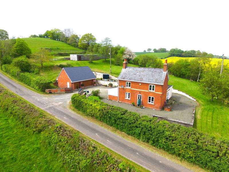 3 Bedrooms Detached House for sale in Highfield Farm, Wormbridge, Hereford, Herefordshire, HR2 9EE