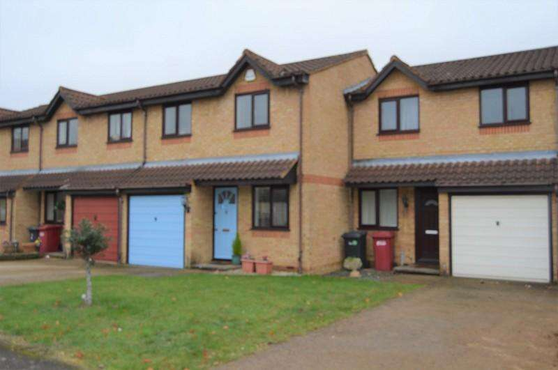 3 Bedrooms Terraced House for rent in Lowestoft Drive, Slough, Berkshire. SL1 6PB