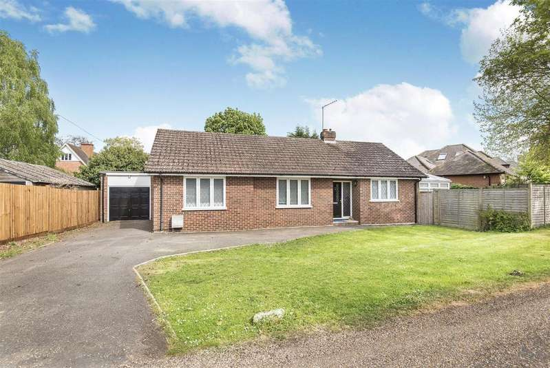 4 Bedrooms Detached Bungalow for sale in South Drive, Wokingham, Berkshire, RG40 2DH