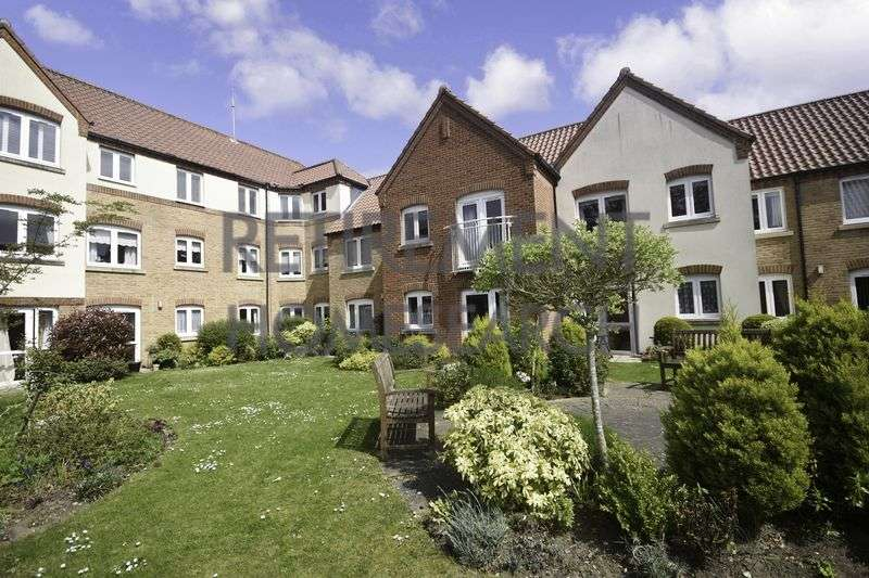 2 Bedrooms Property for sale in Ainsworth Court, Holt, NR25 6FD