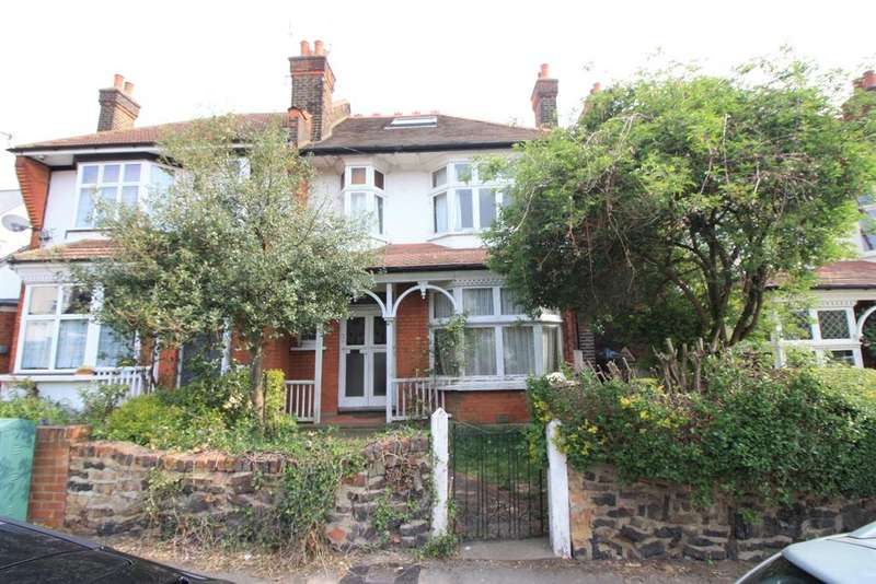 1 Bedroom Ground Flat for sale in Mornington Road, Chingford, London E4