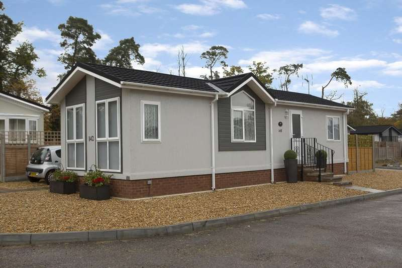2 Bedrooms Park Home Mobile Home for sale in Beech Hill Road, Spencers Wood, Reading