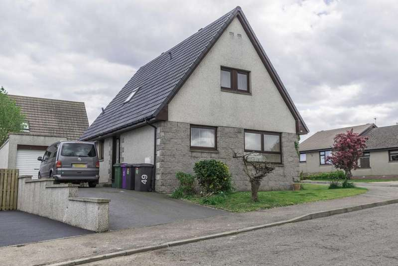 4 Bedrooms Detached House for sale in St. Brioc Way, Montrose