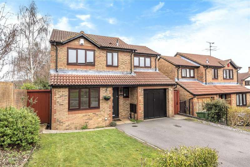 4 Bedrooms Detached House for sale in Lamden Way, Burghfield Common, Reading, Berkshire, RG7