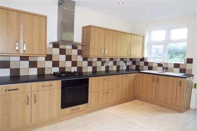6 Bedrooms Semi Detached House for rent in Leeds Road, Wakefield