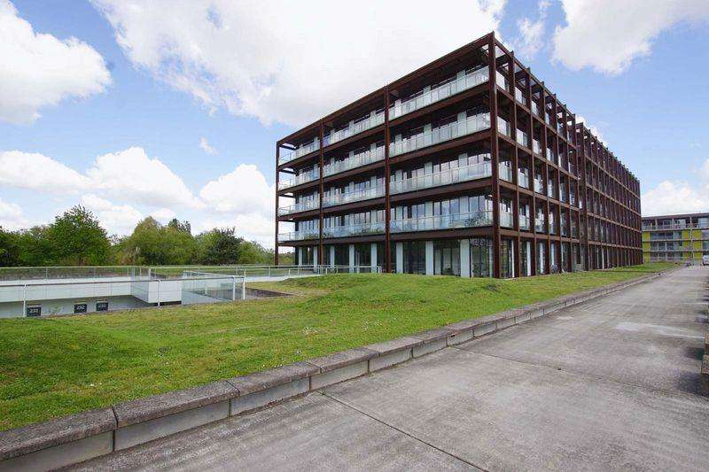1 Bedroom Apartment Flat for sale in Lake Shore Drive, Bristol, BS13 7BH
