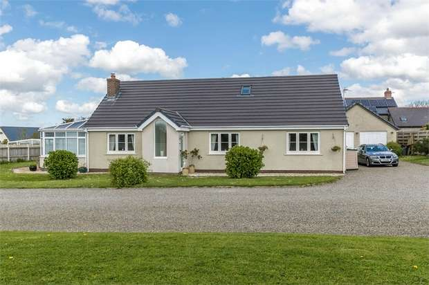 4 Bedrooms Detached Bungalow for sale in Prince of Wales Close, Houghton, Milford Haven, Pembrokeshire
