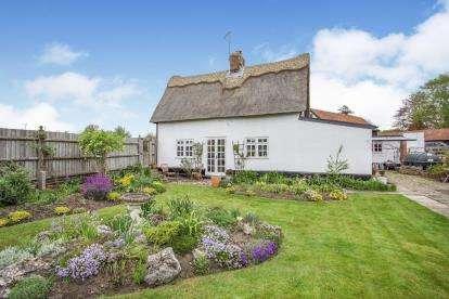 2 Bedrooms Detached House for sale in Farnham, Saxmundham, Suffolk