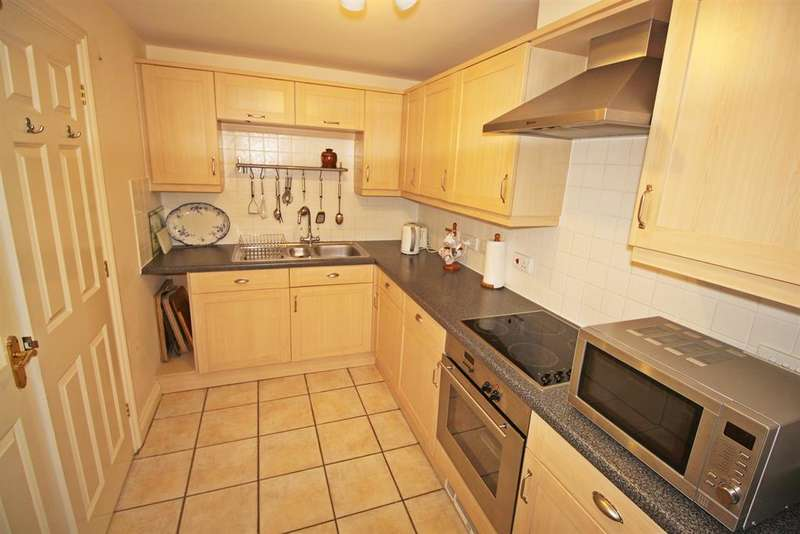 2 Bedrooms Apartment Flat for sale in Station Road, Netley Abbey, Southampton, SO31 5JA