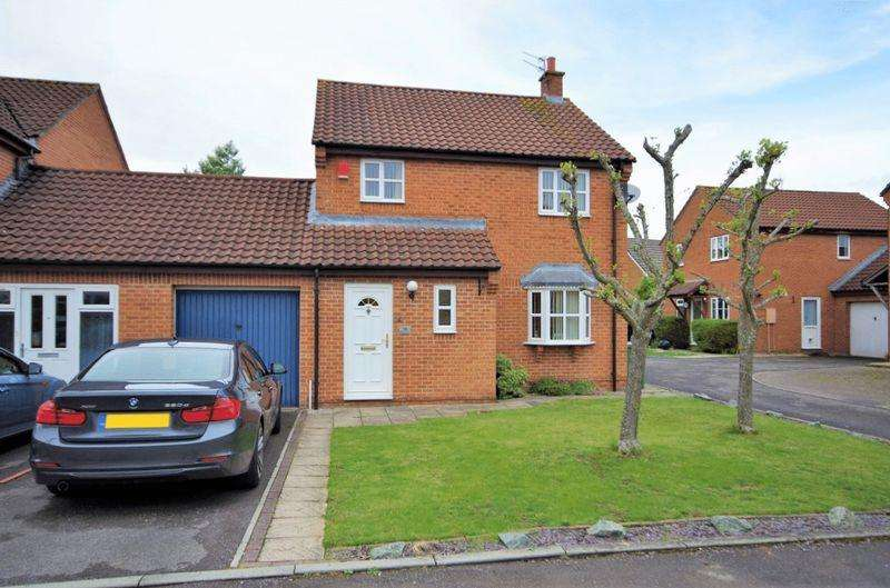 3 Bedrooms Detached House for sale in Robbins Close, Bradley Stoke, Bristol