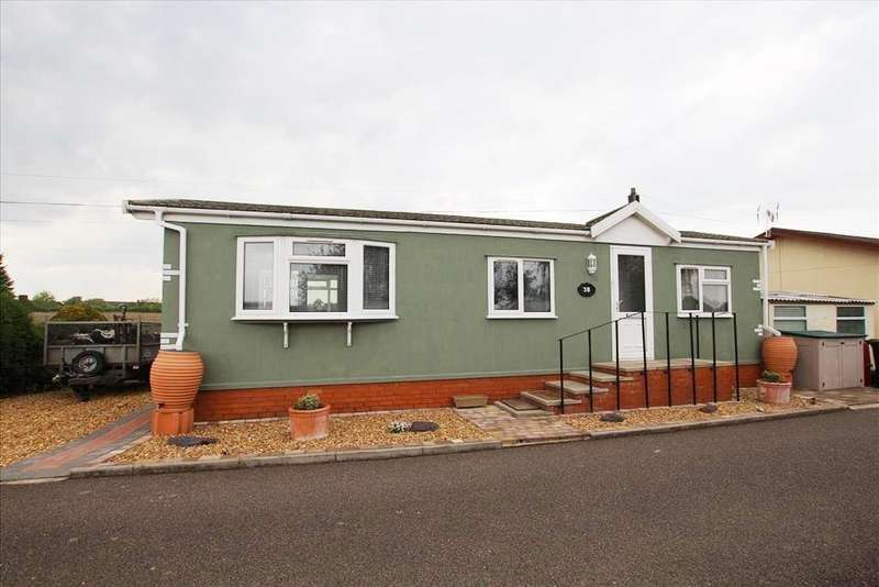 1 Bedroom Park Home Mobile Home for sale in Stratton Park Drive, Biggleswade, SG18