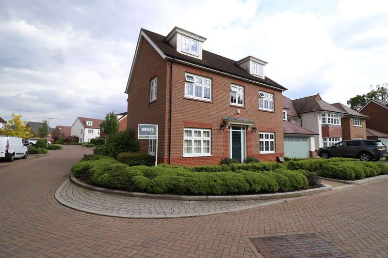 5 Bedrooms Detached House for sale in Kingfisher Chase, Jennett`s Park