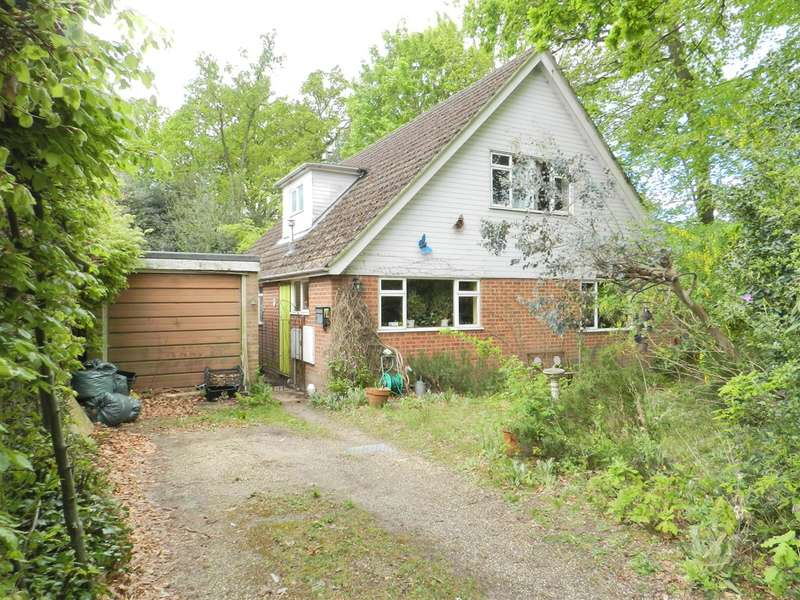 3 Bedrooms Detached House for sale in Heath Hill Road North, Crowthorne