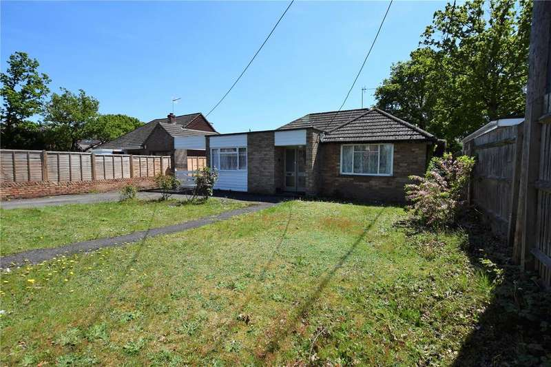3 Bedrooms Bungalow for rent in Clayhill Road, Burghfield Common, RG7