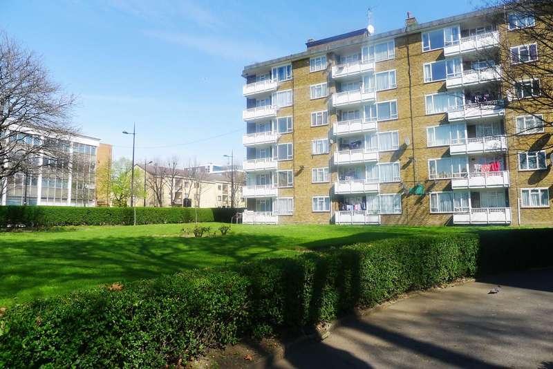 3 Bedrooms Flat for sale in Hogarth Court, Camden Road, Camden, NW1