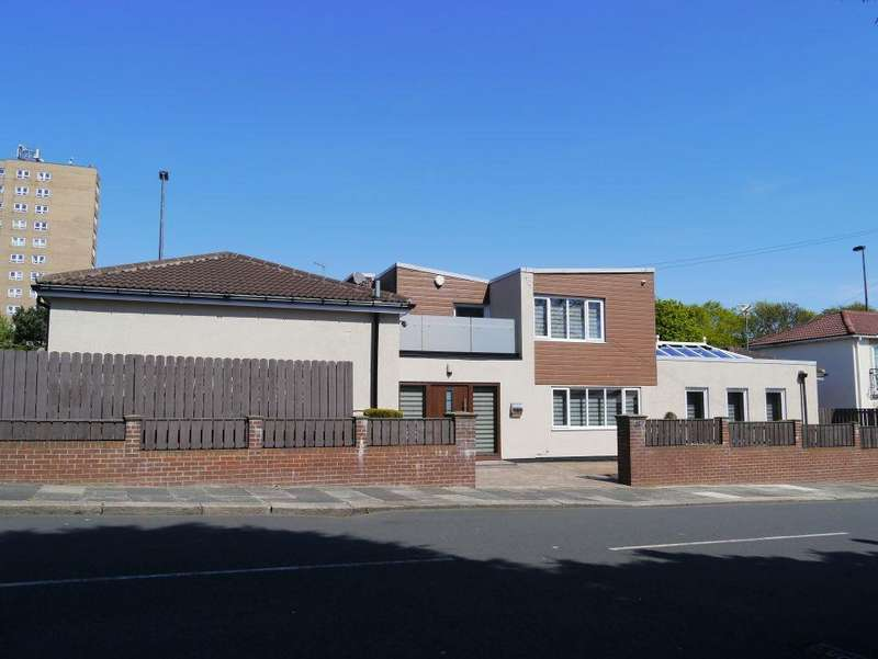 4 Bedrooms Detached House for sale in Moorside North, Fenham. Newcastle Upon Tyne