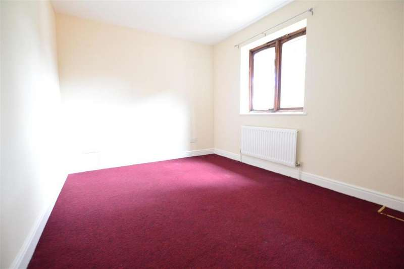 2 Bedrooms Flat for rent in Merton Road, Slough