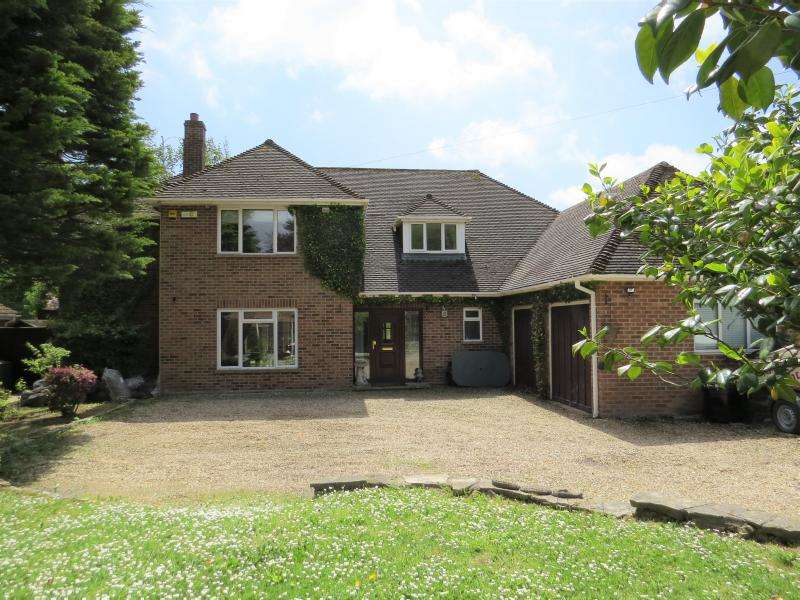 4 Bedrooms Detached House for sale in Large Family Home