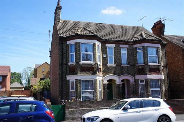 4 Bedrooms Semi Detached House for sale in Hurst Grove, Bedford
