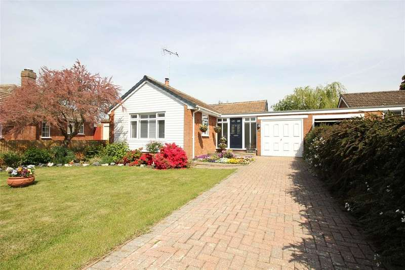2 Bedrooms Bungalow for sale in Dundela Close, Woodley, Reading, Berkshire, RG5