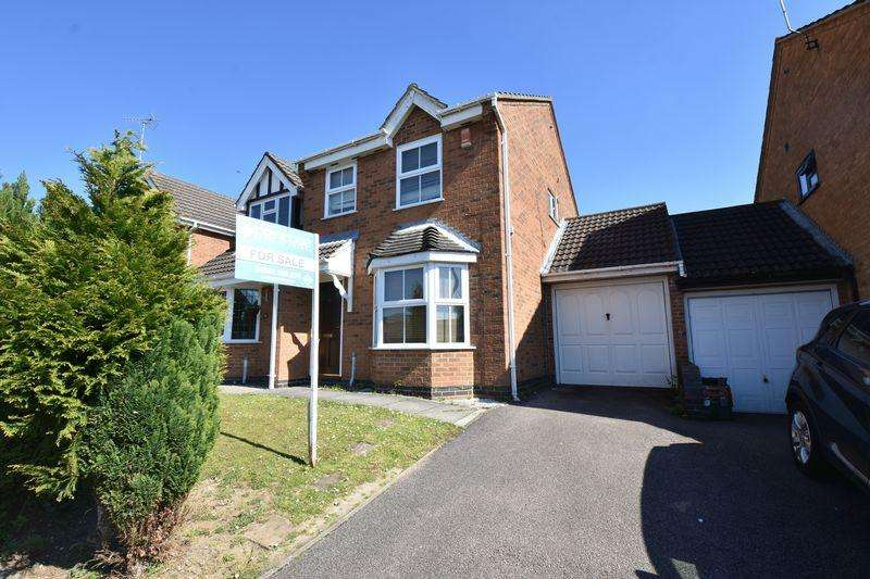 3 Bedrooms Semi Detached House for sale in Lambourn Drive, Luton
