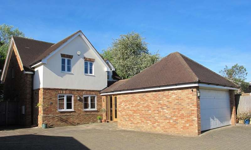 4 Bedrooms Detached House for sale in Godfrey's Lane, Clifton, SG17