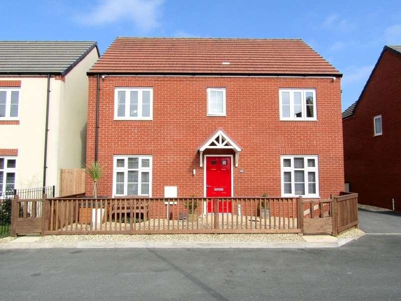 4 Bedrooms Detached House for sale in Stryd Bennett, Llanelli, Carmarthenshire. SA15 4DJ