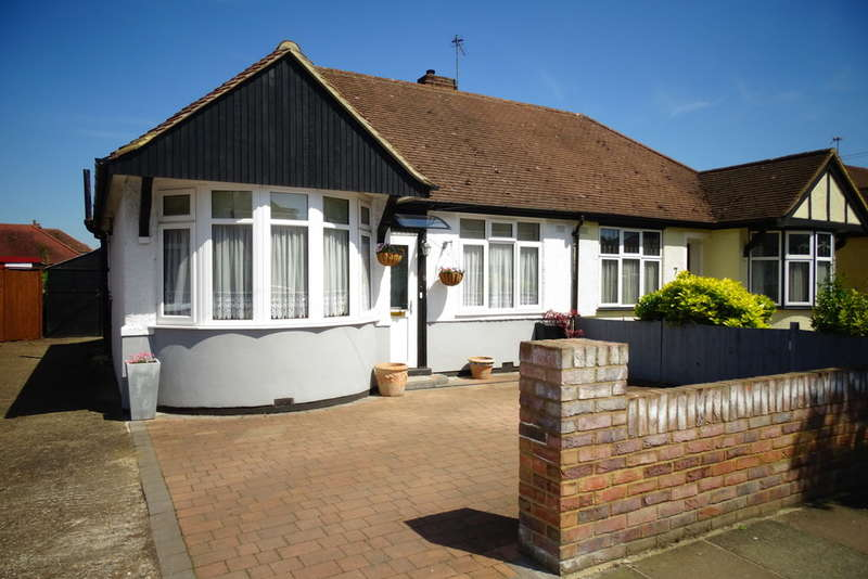 2 Bedrooms Semi Detached Bungalow for sale in Parkfield Crescent, Feltham, TW13