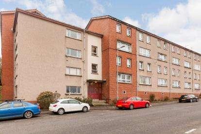 3 Bedrooms Maisonette Flat for sale in Larkfield Road, Gourock