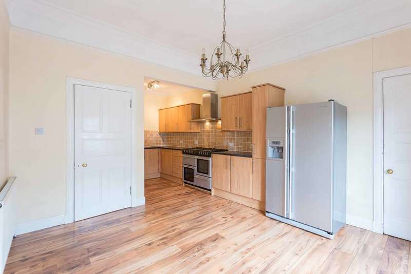 3 Bedrooms Maisonette Flat for sale in Queen Street, Forfar, Angus, DD8 3AN