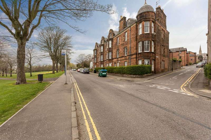 3 Bedrooms Flat for sale in Magdalen Yard Road, Dundee, Angus, DD2 1BB
