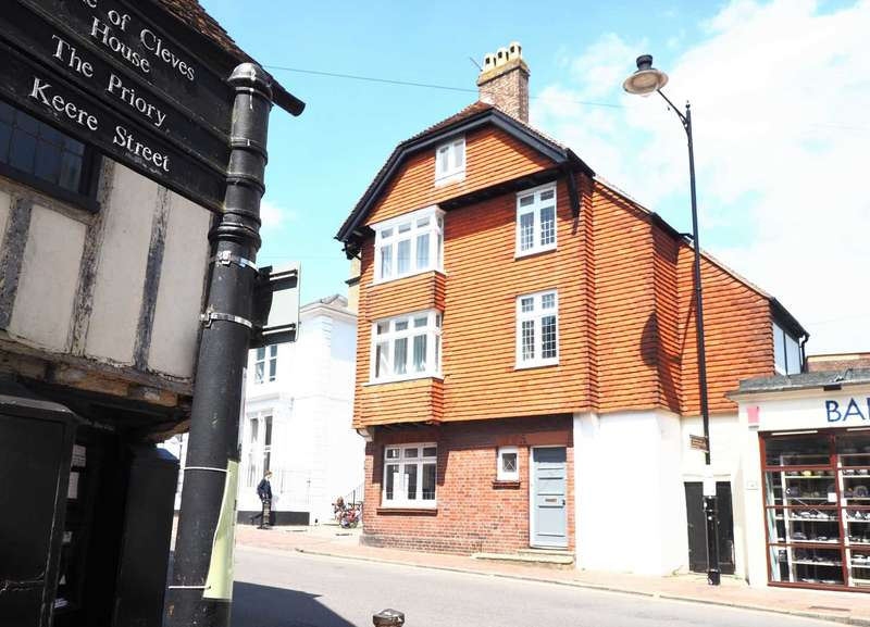 4 Bedrooms Town House for sale in High Street, Lewes