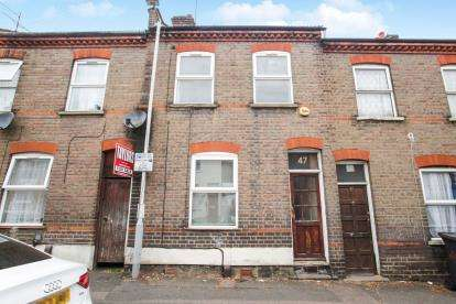 3 Bedrooms Terraced House for sale in Strathmore Avenue, Luton, Bedfordshire, .