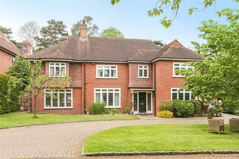 5 Bedrooms Detached House for sale in Fir Tree Close, Esher, Surrey, KT10