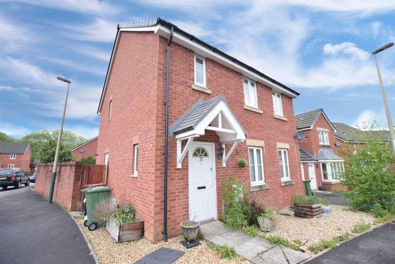 4 Bedrooms Semi Detached House for sale in Farm Close, Tir-Y-Berth, Hengoed