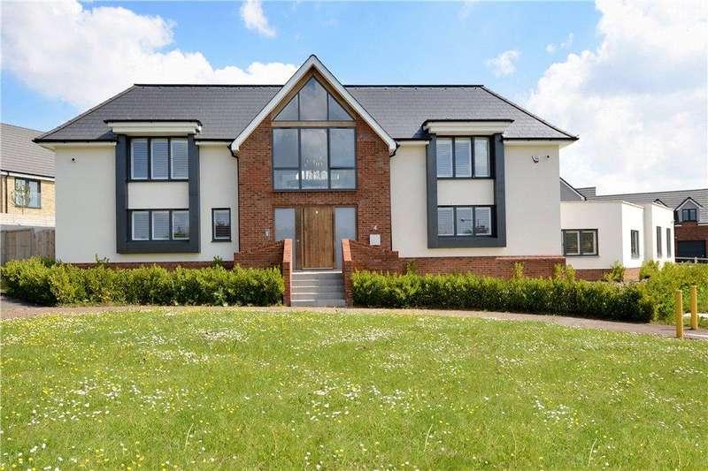 4 Bedrooms Detached House for sale in Limbaud Close, Walton Park, Milton Keynes, Buckinghamshire