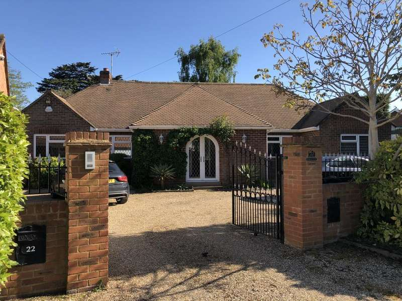 3 Bedrooms Detached House for sale in Leigh Park, Datchet, SL3