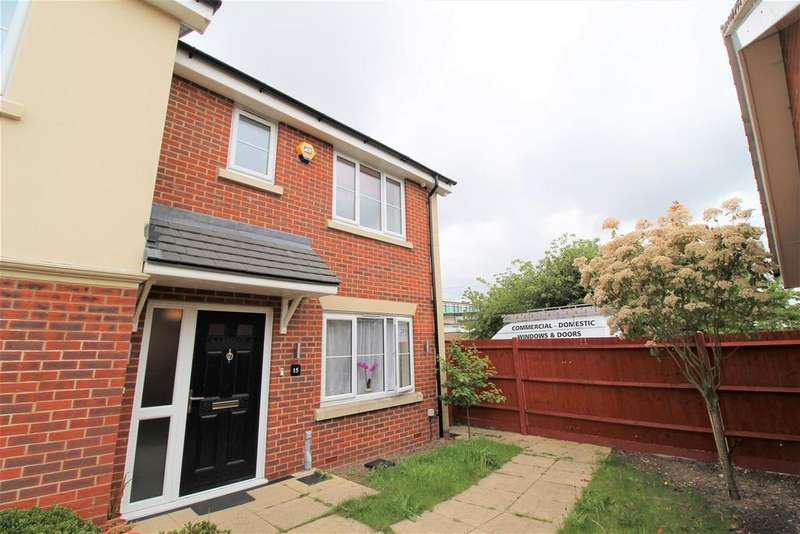 3 Bedrooms Semi Detached House for sale in Rockfield Drive, Luton