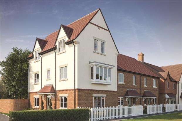 4 Bedrooms End Of Terrace House for sale in Woodhurst Park, Warfield, Berkshire