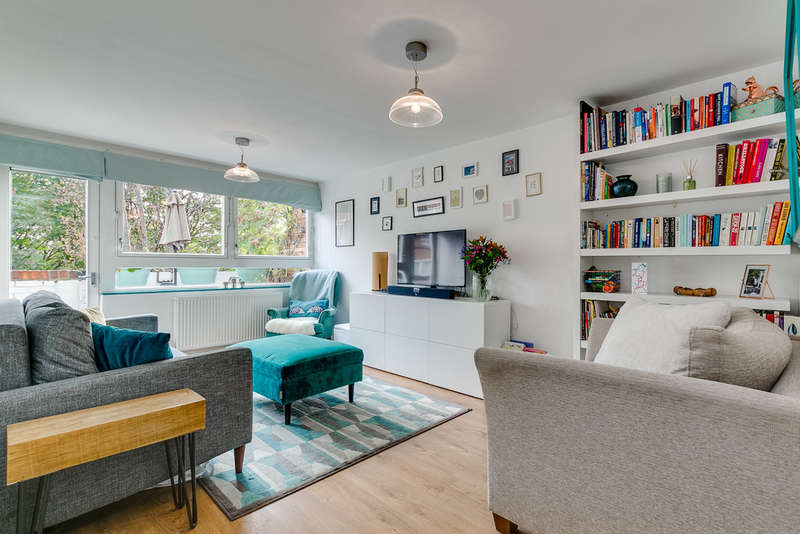 2 Bedrooms Flat for sale in Carnoustie Drive, N1 0DS
