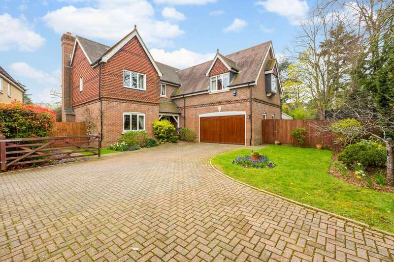 5 Bedrooms Detached House for sale in Segrave Close, Sonning, Reading, RG4