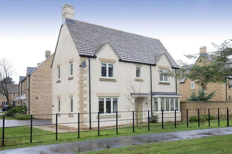 3 Bedrooms Detached House for sale in Trenchard Close, Upper Rissington