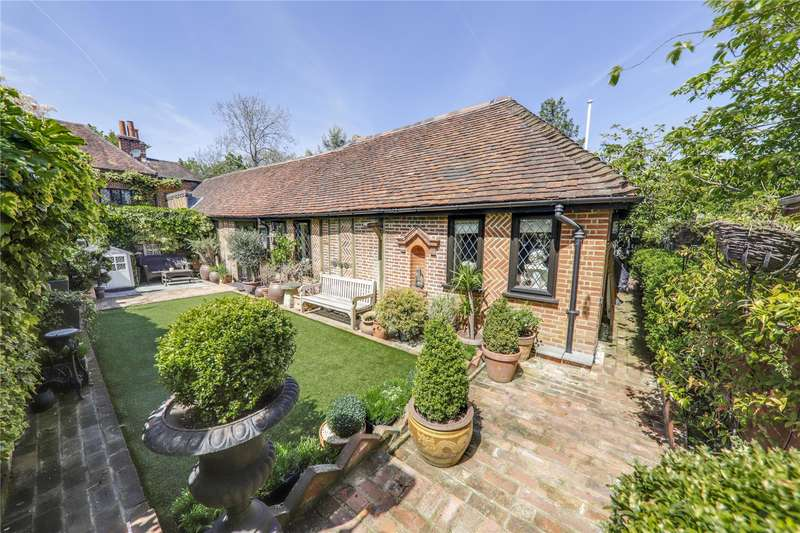2 Bedrooms Detached Bungalow for sale in Candleford Close, Bracknell, Berkshire, RG12