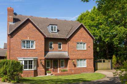5 Bedrooms Detached House for sale in Emerald Drive, Sandbach, Cheshire