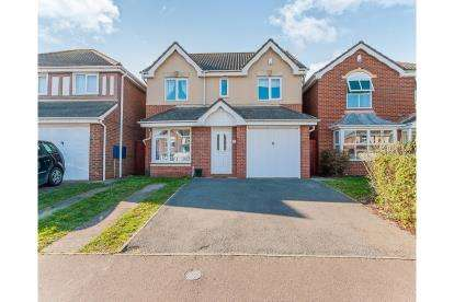4 Bedrooms Detached House for sale in Peckover Close, Park Farm, Peterbrough, Cambridgeshire