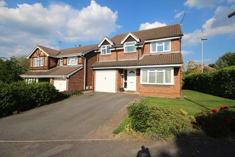4 Bedrooms Detached House for sale in Cressida Chase, Warfield